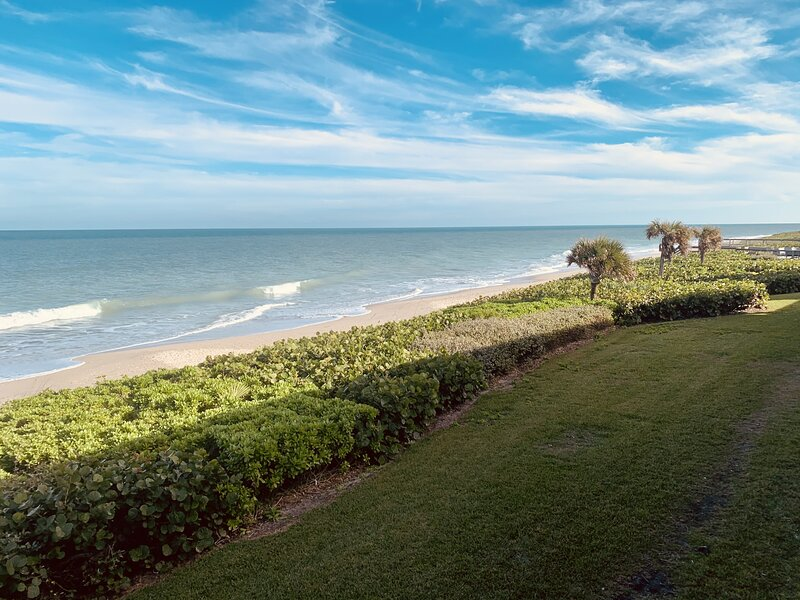 Gorgeous Ocean Front with private balcony, holiday rental in Indian River Shores