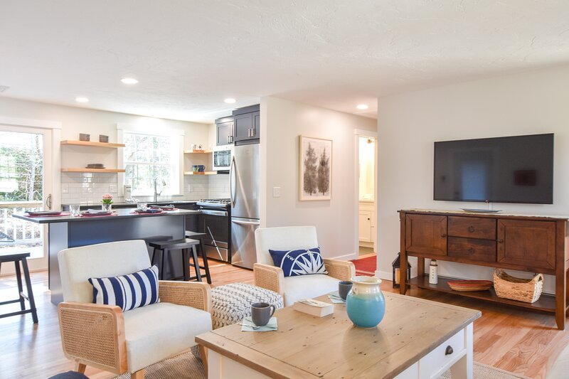 #648: Fully Updated, Quiet St, Central A/C, Outdoor Shower, Ping Pong Table, Gre, alquiler de vacaciones en South Chatham