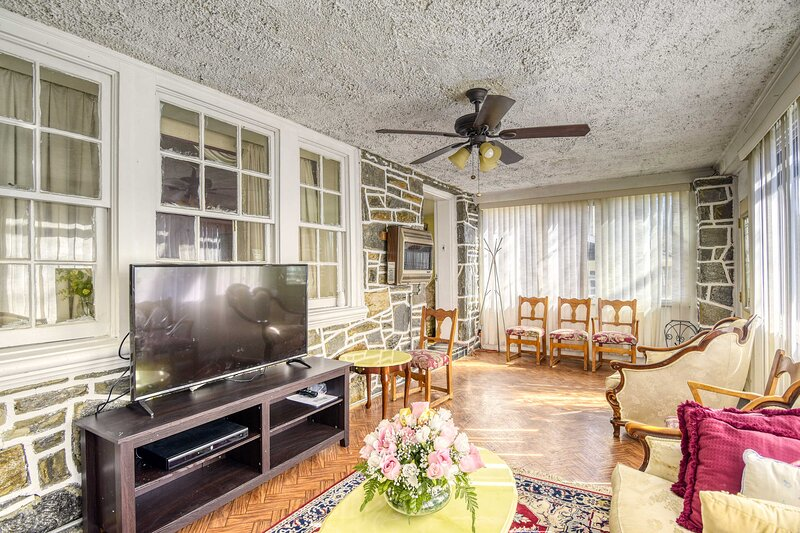 NEW! Philly Home in Upper Darby w/ Furnished Deck!, vacation rental in Malvern