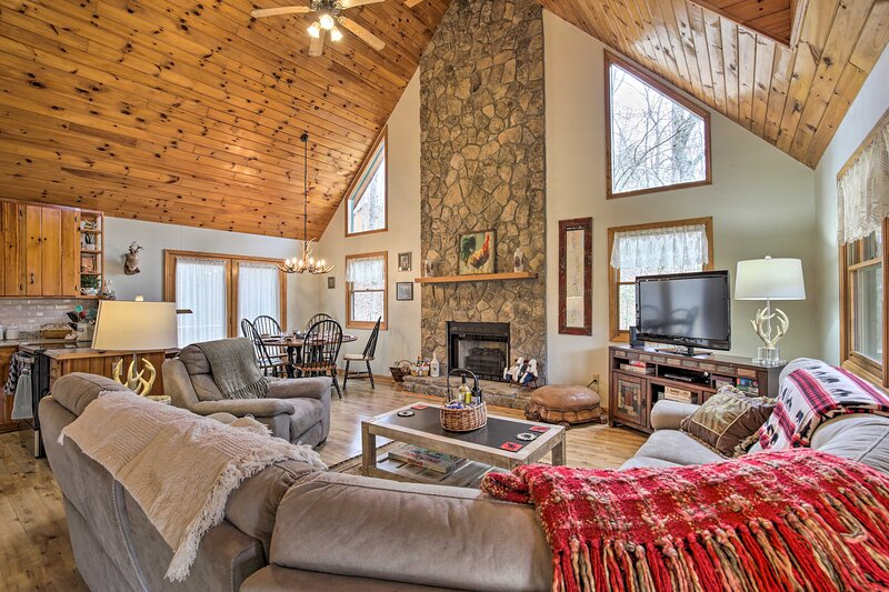 NEW! Smoky Mtn Cabin w/ Fire Pit; Hike & Fish!, holiday rental in Culberson