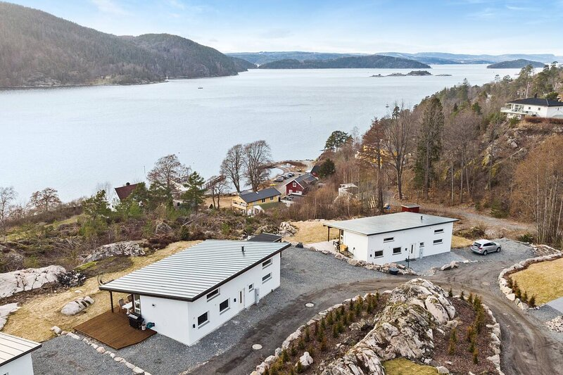 Panoramic view over the Oslo fjord, cottage for 12, holiday rental in As