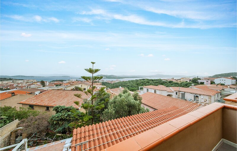 Awesome apartment in La Maddalena with WiFi and 5 Bedrooms (IGG200) – semesterbostad i Moneta