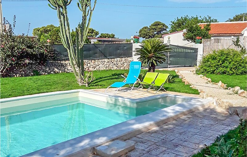 Awesome home in Cava D'Aliga with Outdoor swimming pool, WiFi and 1 Bedrooms (IS, aluguéis de temporada em Cava d'Aliga