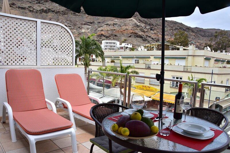 APARTAMENTO JUNTO A LA PLAYA, MAGNIFICA Y AMPLIA TERRAZA., holiday rental in Playa de Mogan