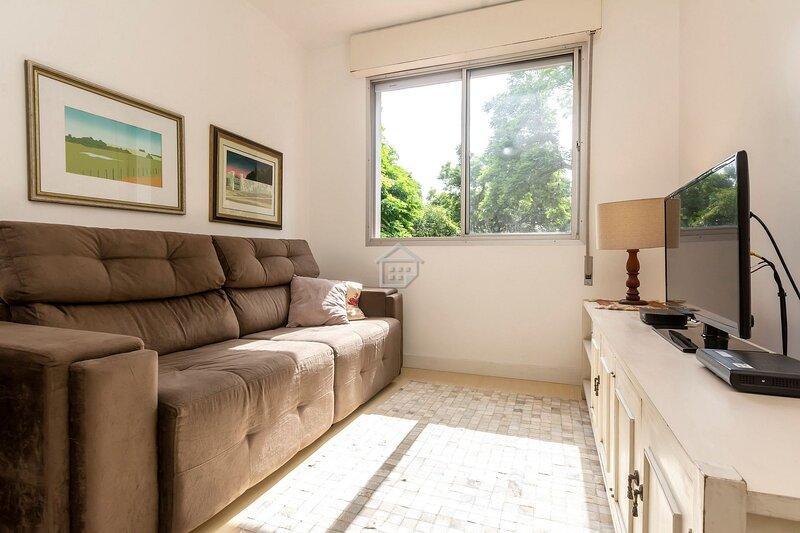 Apartamento completo em ótima localização, holiday rental in Porto Alegre