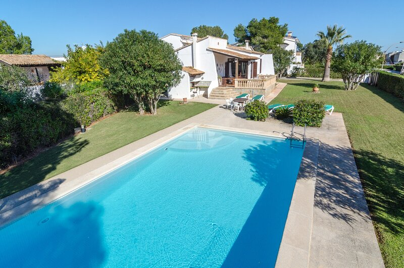 CAN CALSINA - Villa for 6 people in Cala Anguila, vacation rental in Cala Mandia