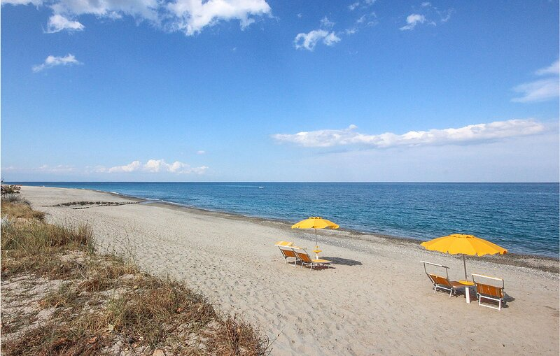 Nice apartment in Cariati Marina with WiFi and 2 Bedrooms (IKK555), vakantiewoning in Pietrapaola