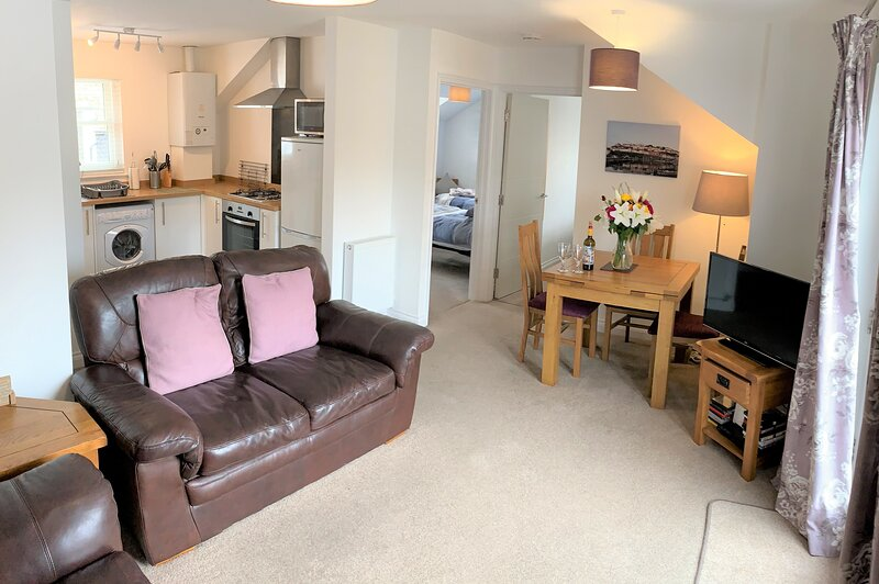 A modern and cosy apartment just yards from Brixham's bustling harbourside, location de vacances à Brixham