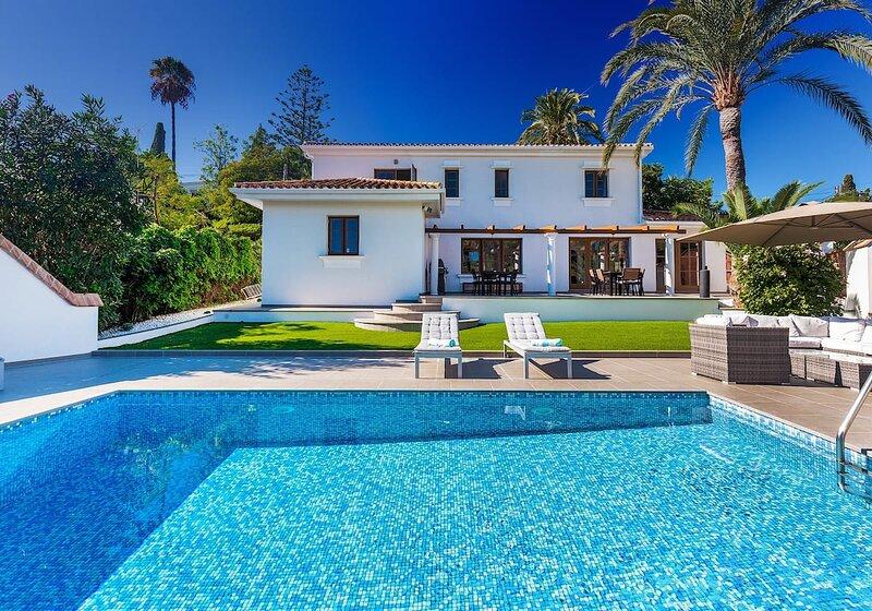 Scandinavian modern villa at few step from Puerto Banús and beach! – semesterbostad i Nueva Andalucia