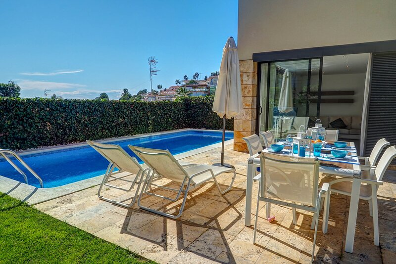 Sunny house with private pool, alquiler vacacional en Sant Pere de Ribes