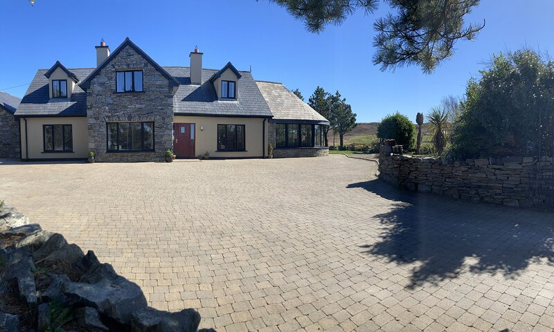 Bruíon - Located within a short drive to the fishing village of Cleggan, holiday rental in Bundouglas