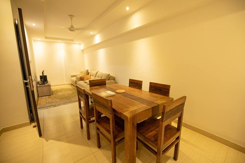 Stunning 2-Bed Apartment in Muscat, vakantiewoning in Gouvernement Masqat