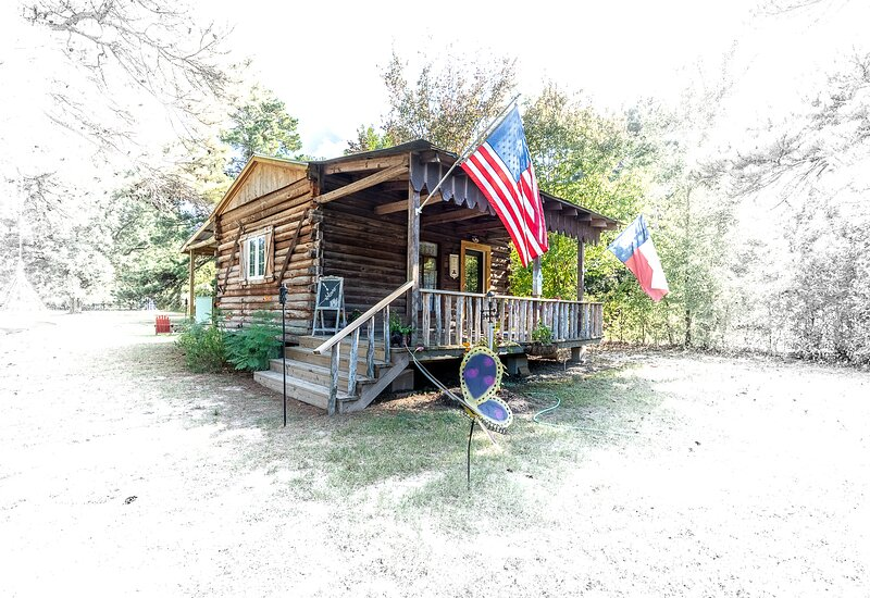 Tiny house LogCabin - Ren Festival Bernhardt Montgomery TAMU Lake Conroe, holiday rental in Plantersville