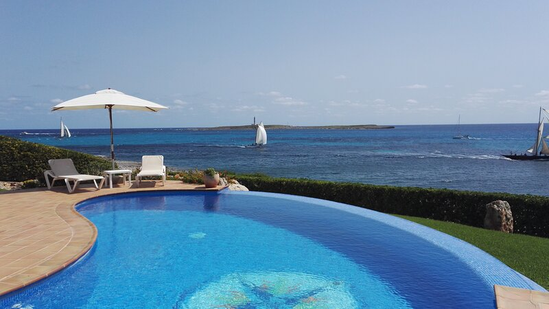 Dependance CASA MILOS B&B con piscina sul mare, holiday rental in Sant Lluis