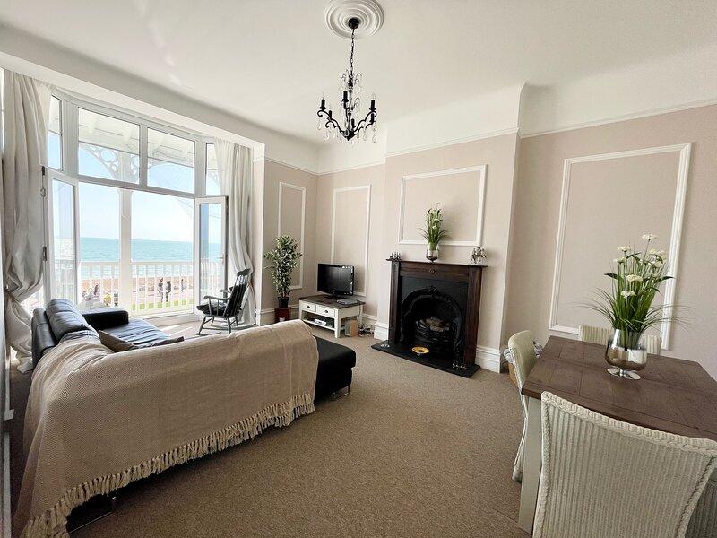Stunning Sea Front Apartment, location de vacances à Sandgate