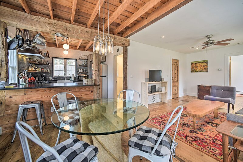 Cottage Interior   Dining for 6 at Breakfast Bar + Dining Table