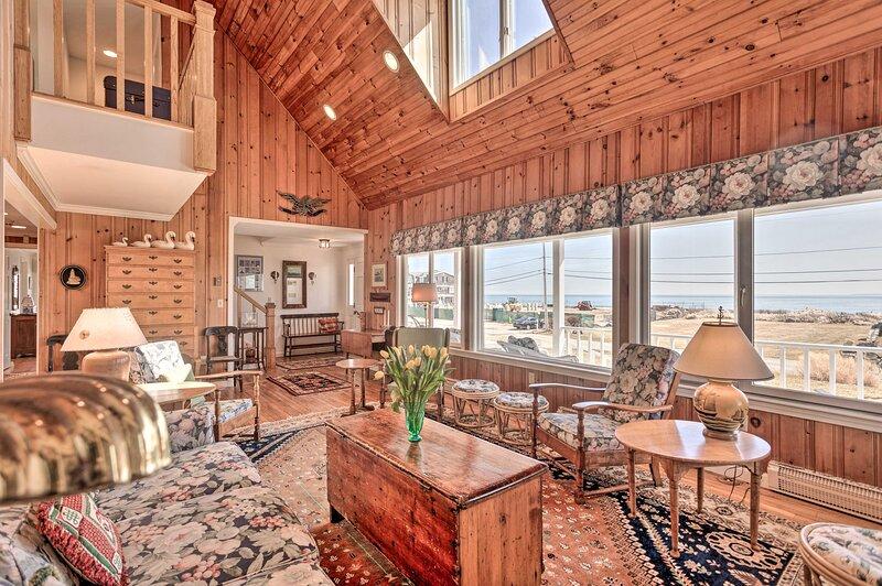 NEW! Beach Home w/ Deck + Views: 1 Block to Ocean!, alquiler vacacional en Westerly