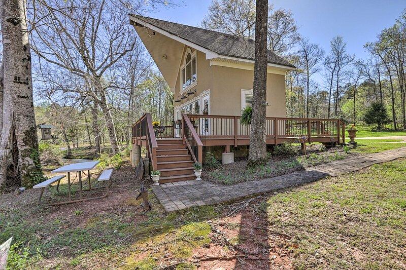 NEW! Cozy Creekside Cabin w/ Grill: Fish & Explore, vacation rental in Barnesville