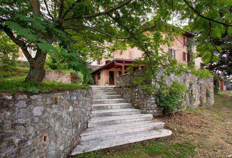 VILLA LOLA IDEALE PER SMART WORKERS E FAMIGLIE CON BAMBINI, vacation rental in Camaiore