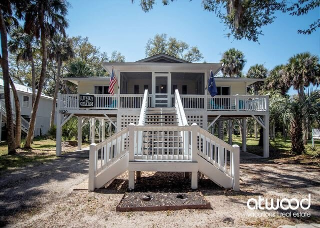 Lucky Charm - Large Sun Deck, Screened Porch & Easy Beach Access, vacation rental in Edisto Island