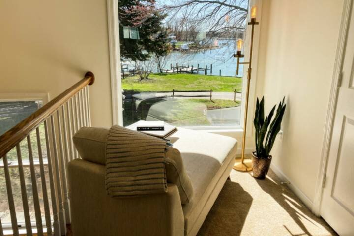 """""""Wonderful, absolutely gorgeous stay. The pictures of the water views and lovely location enough justice."""""""