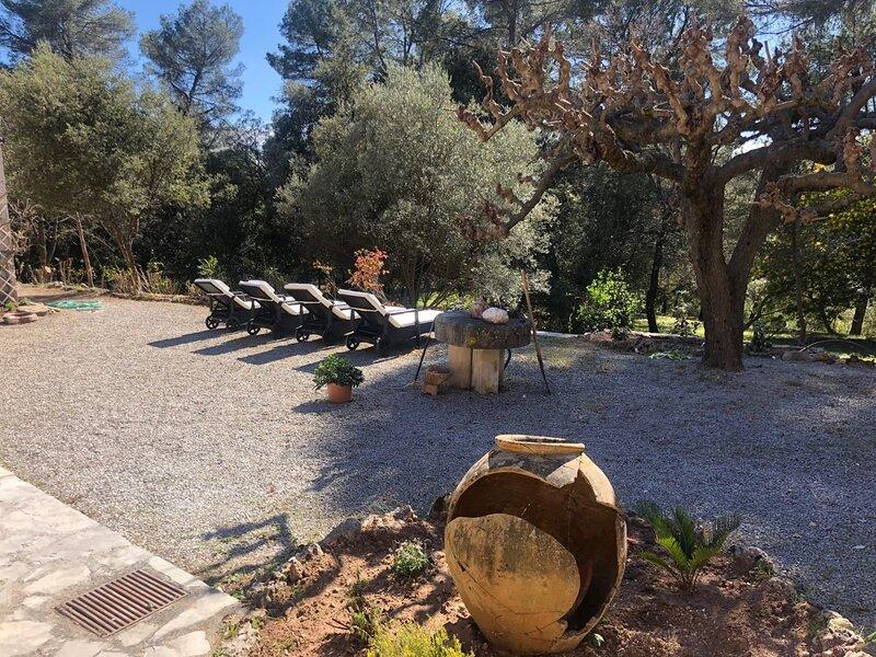 Provencial Stone Villa - Sleeps 10 - upto 12, casa vacanza a Callas
