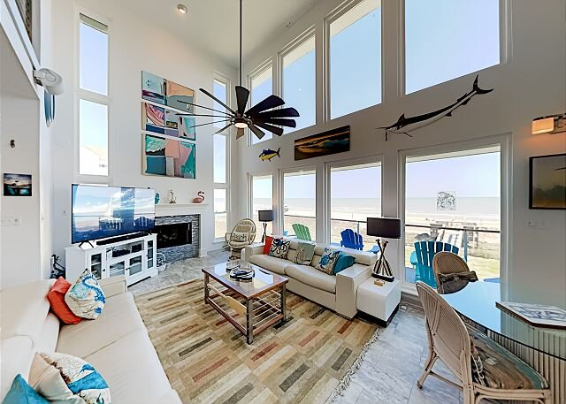 Beachfront Getaway w/ Stunning Views, Private Boardwalk to Beach & Huge Deck, holiday rental in Galveston Island