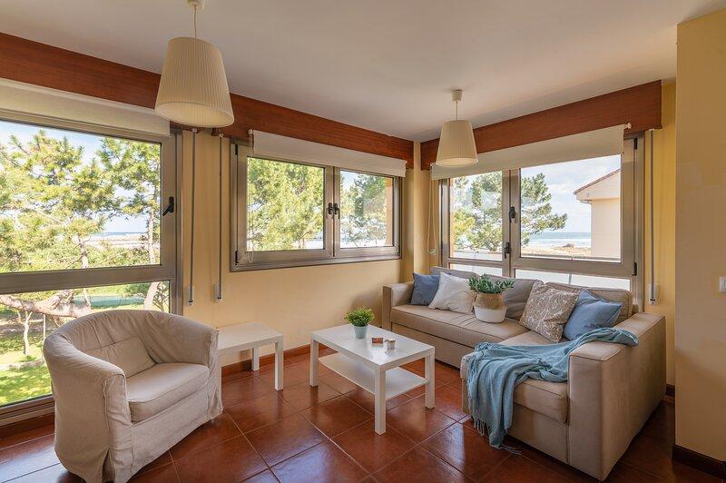 PISO DUPLEX CON VISTAS EN LA PLAYA, vacation rental in San Vicente de la Barquera