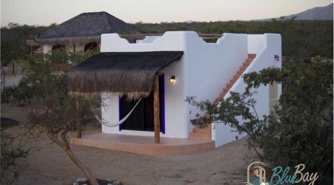 Bungalow con habitación y baño privado, holiday rental in El Sargento
