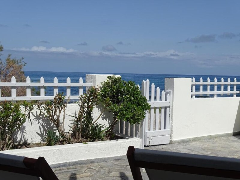 NAMA Beach house, vacation rental in Monolithos