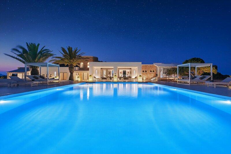 Tagomago Private Island Retreat in Ibiza with Sprawling Luxury Villa, alquiler vacacional en Ibiza Ciudad