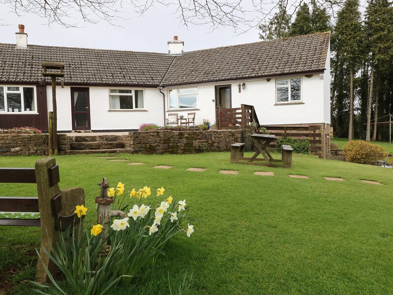 STAGSHOLT LODGE, cosy annexe, romantic retreat, walks from door, in Washfield, vakantiewoning in Bampton