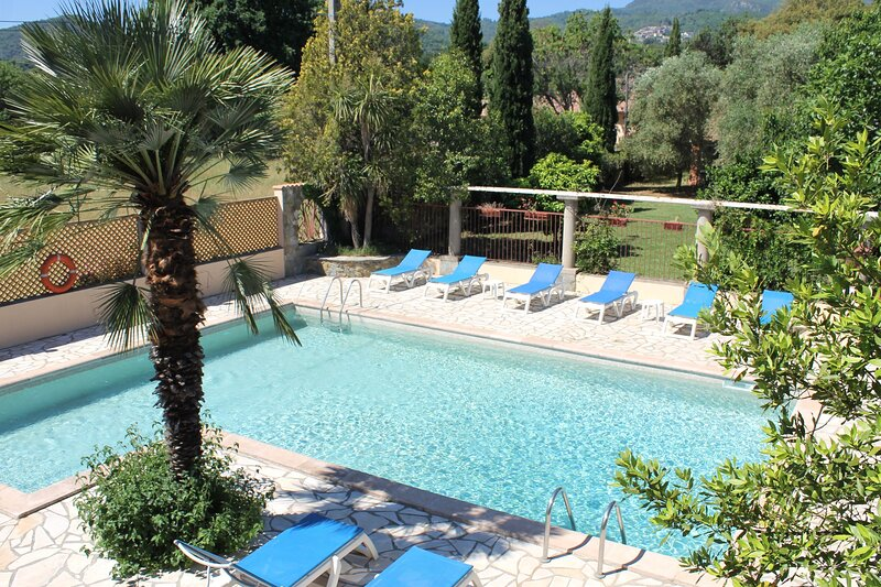 Amazing house with shared pool, location de vacances à Sorbo-Ocagnano