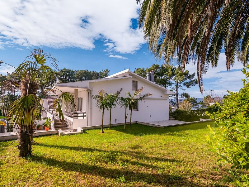 Scenic Holiday Home in Puerto del Son with Private Garden, holiday rental in Uhia