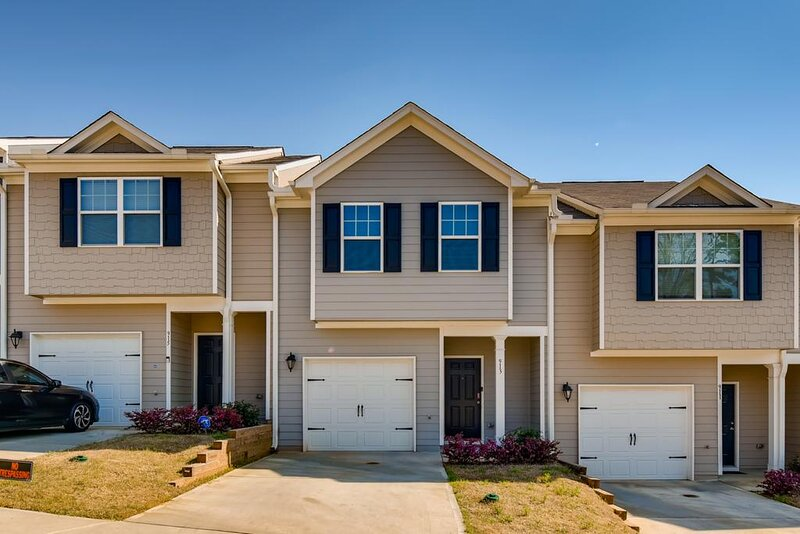 Camp Creek Townhome • 5 Mins to ATL Airport, holiday rental in Union City