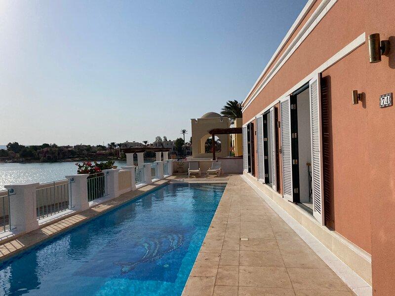 Hill Villa Venezia El Gouna: private pool, high speed WiFi, beach and lagoon, holiday rental in El Gouna