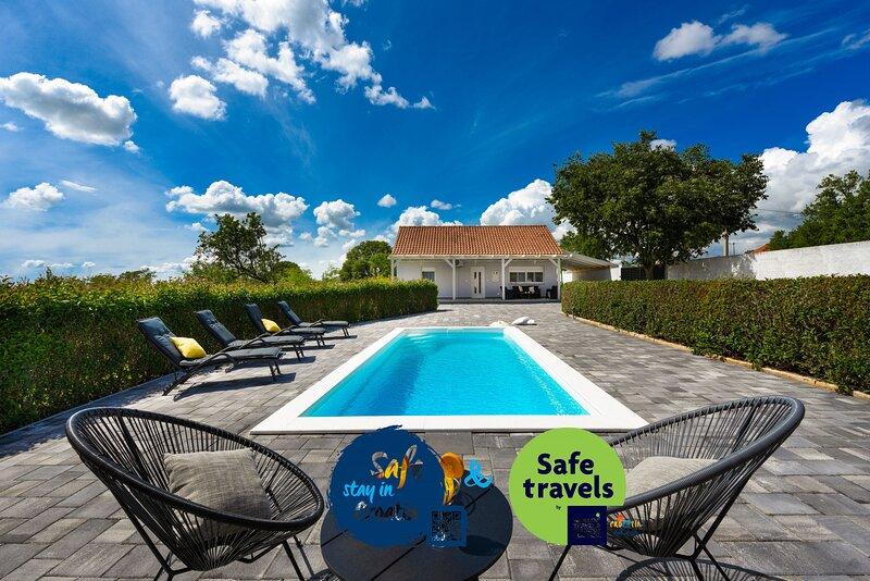 Villa Andu, holiday rental in Nadin