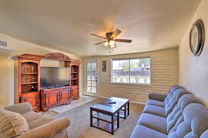 NEW! Pet-Friendly Home - 7 Mi to Downtown Tucson!, alquiler de vacaciones en Catalina Foothills
