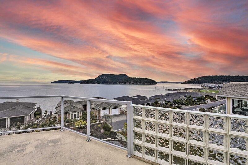 NEW! Inviting Anacortes Home w/ Stunning Bay Views, casa vacanza a Decatur Island