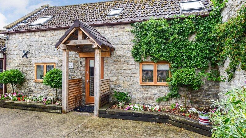 Stable Cottage at Avon Farm, Saltford near Bath Sleeps 4+2, vacation rental in Pucklechurch