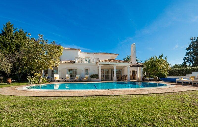 Casa Feliz, holiday rental in Estombar