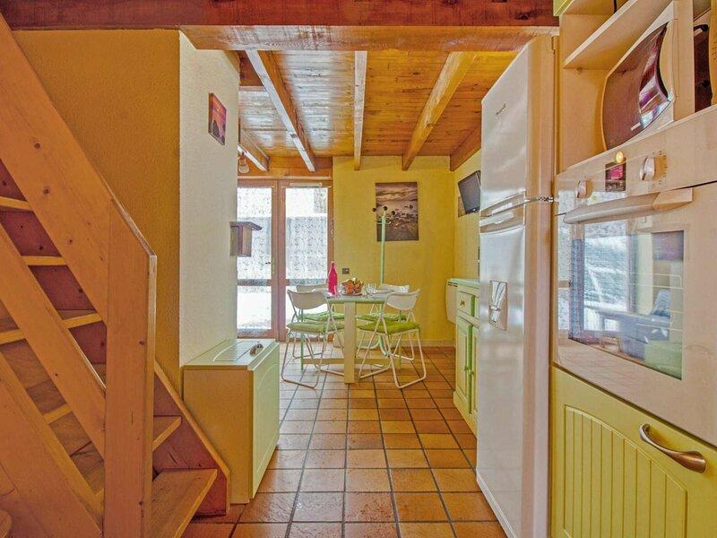 CHALET DE TYPE 2 DUPLEX 5 PERSONNES RESIDENCE LES ESTIVES DE VIELLA, holiday rental in Viey