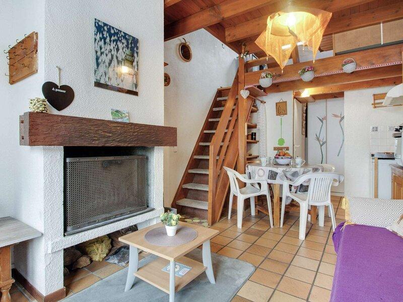 CHALET DE TYPE 2 DUPLEX 4 PERSONNES RESIDENCE LES ESTIVES DE VIELLA, holiday rental in Viey