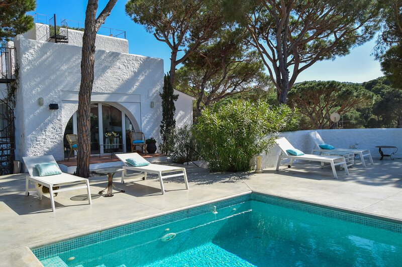 Villa to 1.5 kms from the beach.Capacity 8 people. Private Pool., alquiler vacacional en Pals