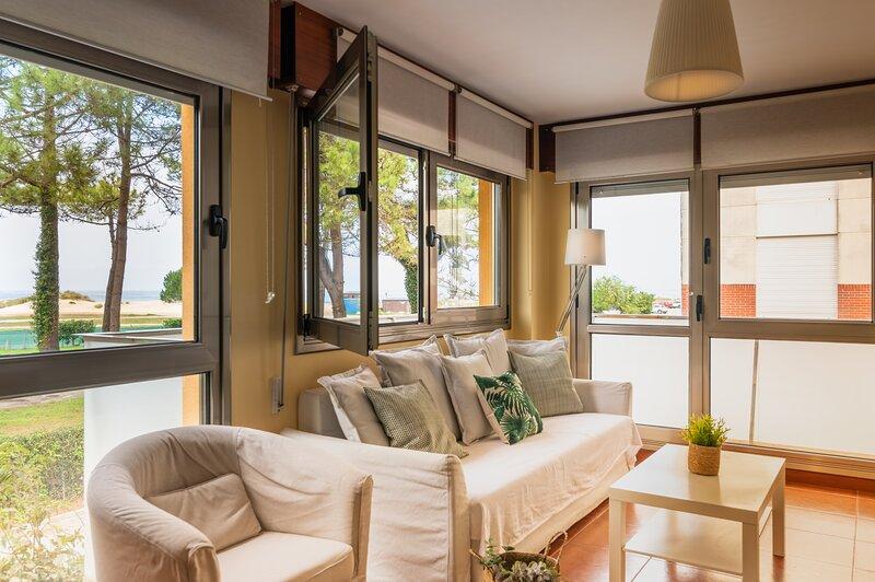 PRECIOSO PISO CON VISTAS MUY CERCA DE LA PLAYA, vacation rental in San Vicente de la Barquera