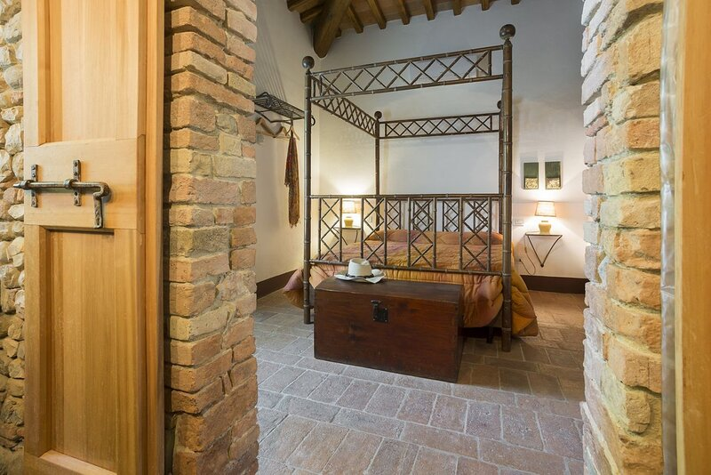 PICCIONAIA - country home  with garden  in the heart of Chianti - 2 persons, holiday rental in San Pancrazio