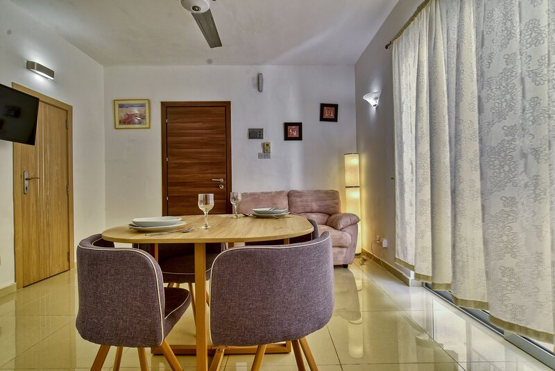 Mellieha cozy 1 bedroom apartment, sleeps 3, alquiler vacacional en Cirkewwa