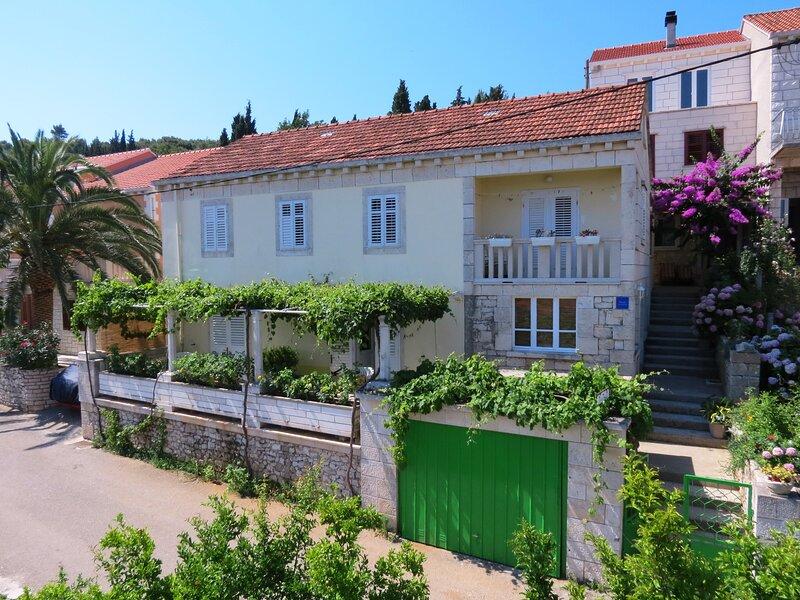 Immaculate 4-Bed House in Lumbarda, holiday rental in Lumbarda