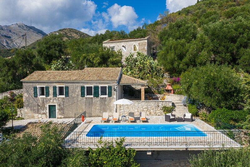 Villa Ioanna,Stone Villa-Private Pool, alquiler de vacaciones en Corfú