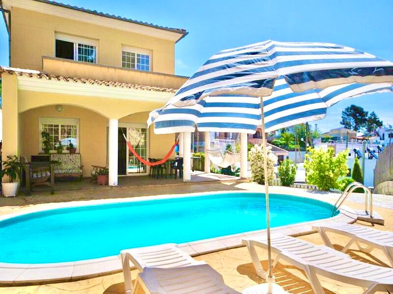 Spacious villa with swimming-pool, holiday rental in Vidreres